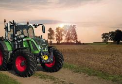 Fendt 500 Series tractor in a field.